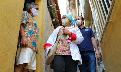 OCHA/Gema Cortes En Caricuao, Venezuela, doctores y enfermeras van de casa en casa para informar sobre el COVID-19.