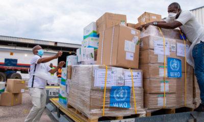 OMS La Organización Mundial de la Salud entrega suministros médicos para luchar con el COVID-19 en la República Democrática del Congo.