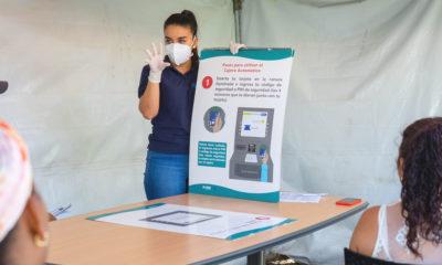 ACNUR/Erick Gerstner Solicitantes de Asilo practican la distancia social durante una capacitación en San José, Costa Rica.