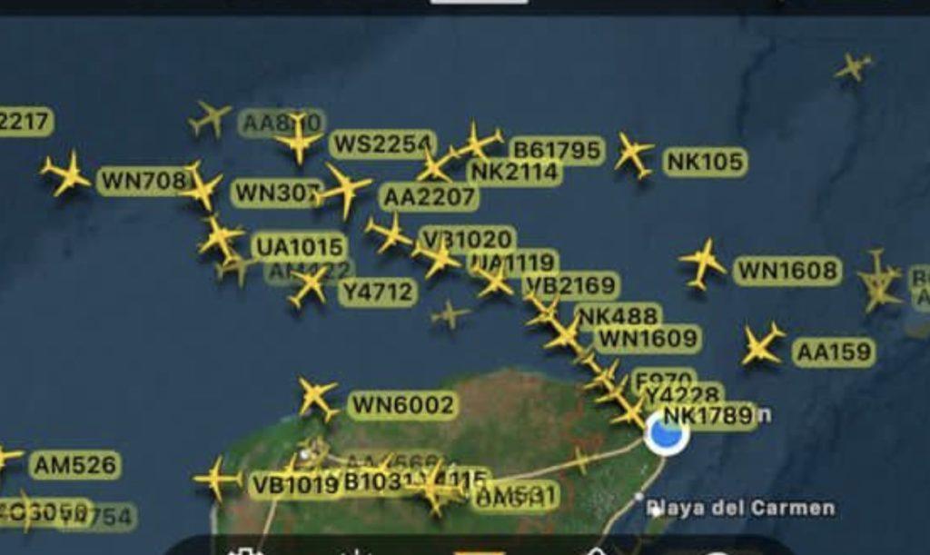 El Aeropuerto de #Cancun tiene hoy 360 vuelos, desde 24 marzo no había esta cantidad. Avanzamos en la reactivación económica. Les muestro una fotografía actual de una aplicación que da seguimiento a vuelos. Larga fila de aviones por aterrizar en Cancun #JuntosSaldremosAdelante