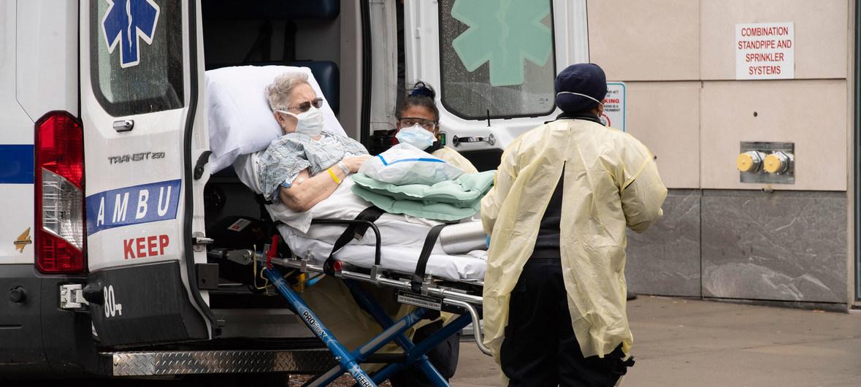 UN Photo/Evan Schneider Un paciente llega al hospital Mount Sinai de Nueva York.