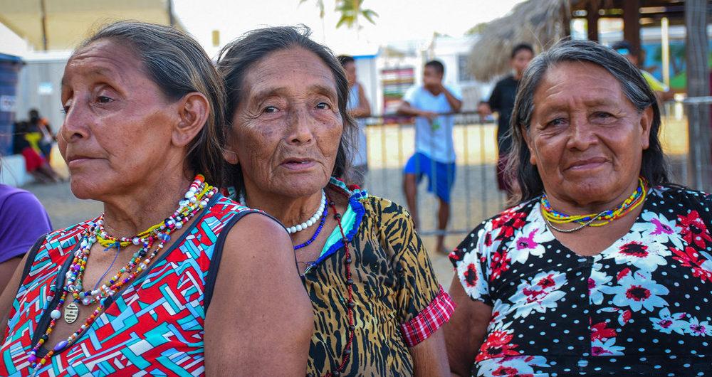 Mujeres mayores indígenas venezolnas refugiadas en Manao, en Brasil.