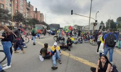 Jeimmy Celemín, Manifestantes marchan por las calles de Bogotá en Colombia.