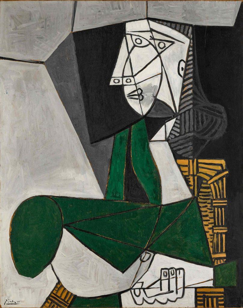 """EEUU SUBASTAS USA9045. NUEVA YORK (NY, EEUU), 03/05/2021.- Fotografía cedida por Sotheby's donde se muestra la obra """"Femme assise en costume vert"""" (1953) del pintor español Pablo Picasso que formará parte de la subasta vespertina del Siglo XX que celebrará esta casa de subastas la próxima semana. Los retratos de Pablo Picasso siguen estando entre las piezas más deseadas por los millonarios y amantes del arte, uno de los cuales podría superar los 55 millones de dólares en las subastas más importantes del año que celebrarán a mediados de mayo Sotheby's y Christie's, que este lunes abrieron las puertas de sus galerías para lucir estas piezas. EFE/Sotheby's"""