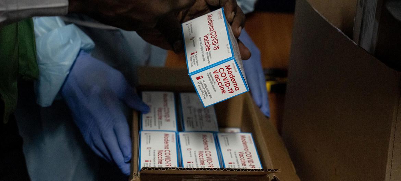 UNICEF/Edler Fils Guillaume a finales de julio de 202, el mecanismo COVAX envió medio millón de dosis de vacunas contra el COVID-19 a Haití.